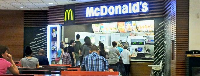 McDonald's is one of Locais curtidos por Adrian.