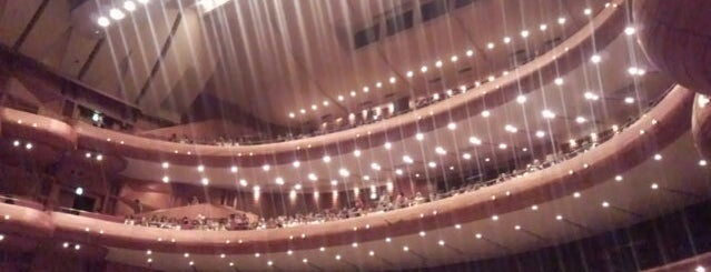Kobe Kokusai Hall is one of Lugares favoritos de Shinichi.