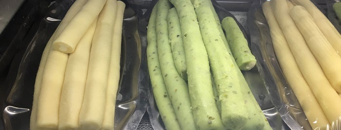 حلويات سلورة الافندي is one of สถานที่ที่ Moataz ถูกใจ.