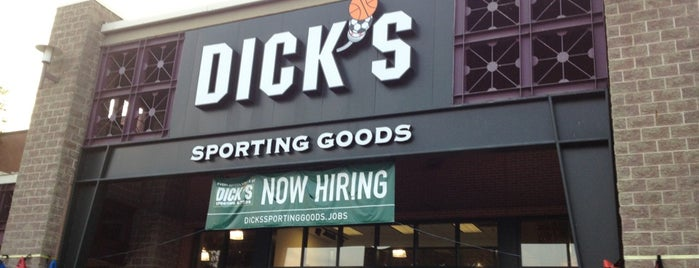 DICK'S Sporting Goods is one of Mike'nin Beğendiği Mekanlar.