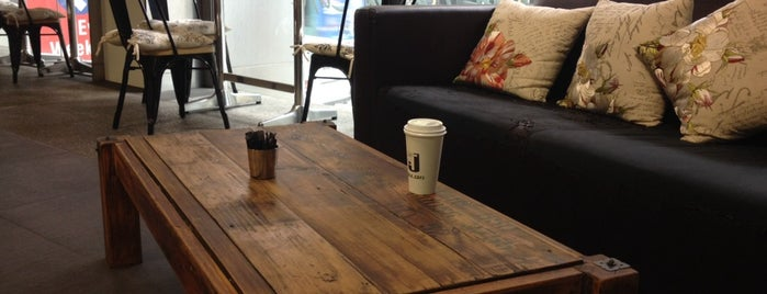 J-walk cafe is one of Tempat yang Disukai Matthew.