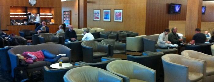 Qantas Club is one of Tempat yang Disukai Andrew.
