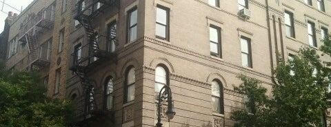 Friends Apartment Building is one of NEW YORK CITY : Manhattan in 10 days! #NYC enjoy.