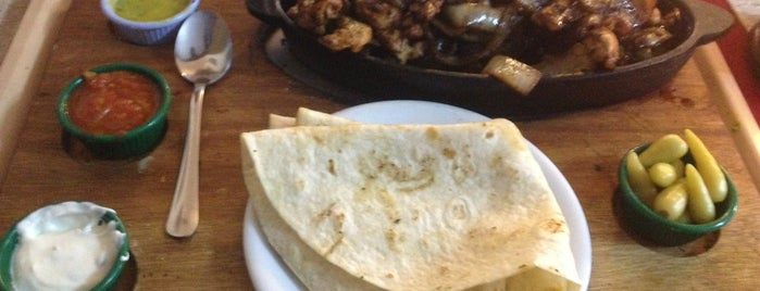 almira restaurant is one of Lugares favoritos de Cenk.