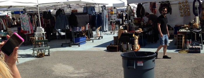 Brooklyn Flea - Williamsburg is one of Brooklyn/Queens - Go Explore Your City.