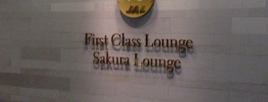 JAL First Class Lounge is one of Orte, die Hideo gefallen.
