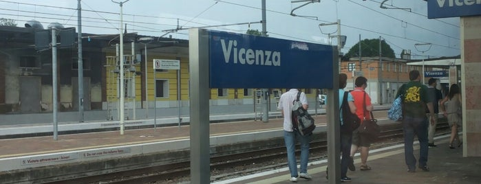 Stazione Vicenza is one of Locais curtidos por Andrea.