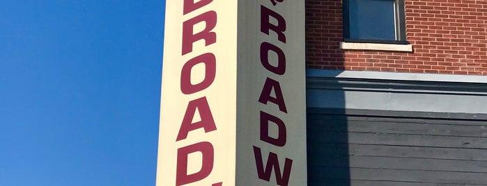 Broadway Cafe is one of สถานที่ที่บันทึกไว้ของ John.