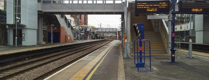 West Hampstead Thameslink Railway Station (WHP) is one of Locais curtidos por Barry.