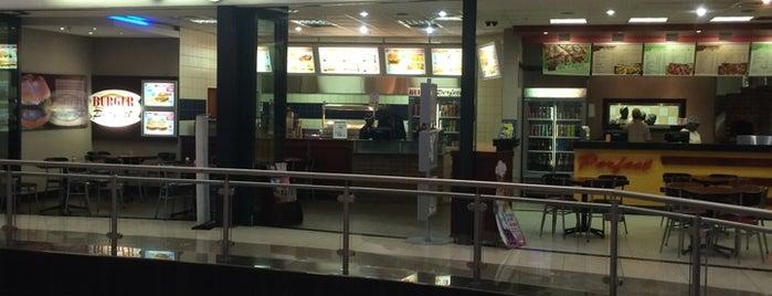 Burger Perfect is one of Lugares guardados de Blake.