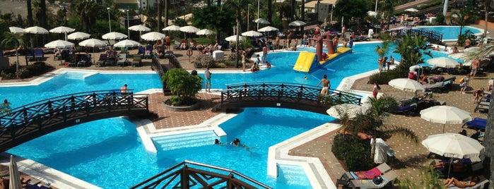 Hotel Melia Jardines del Teide is one of Locais curtidos por Laura.