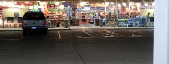 Corner Store is one of สถานที่ที่บันทึกไว้ของ Kaleem.