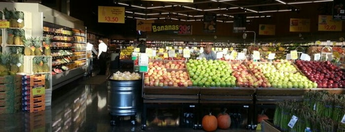 Mariano's Fresh Market is one of Chicago.