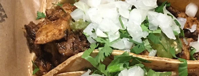 Otto's Tacos is one of Lizzie 님이 저장한 장소.