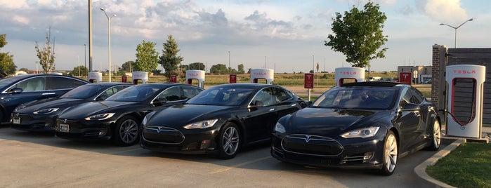 Tesla Supercharger Springfield is one of สถานที่ที่ Kouros ถูกใจ.