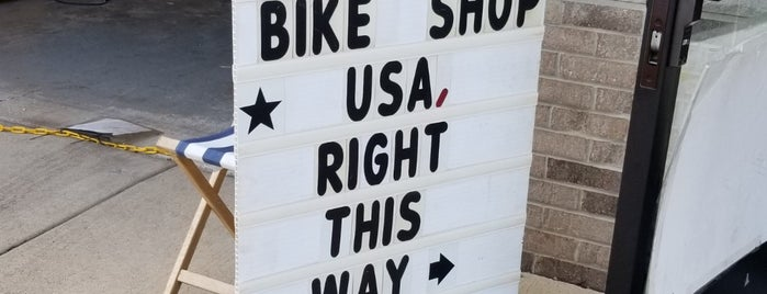Adam's Bike Shop is one of Orte, die Rudimus gefallen.