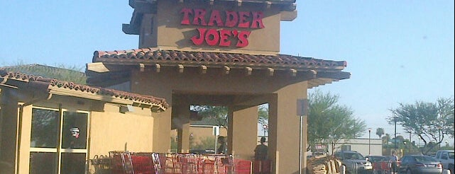 Trader Joe's is one of Lugares favoritos de Tasia.