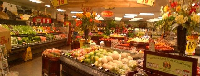 Fry's Food Store is one of Orte, die Ryan gefallen.