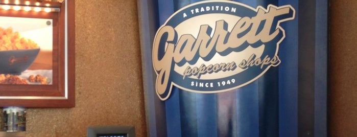 Garrett Popcorn Shops - New York is one of สถานที่ที่ Charles ถูกใจ.
