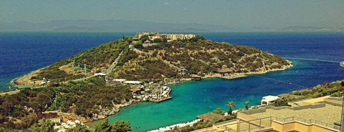 Hilton Bodrum Türkbükü Resort & Spa is one of Selçuk 님이 좋아한 장소.