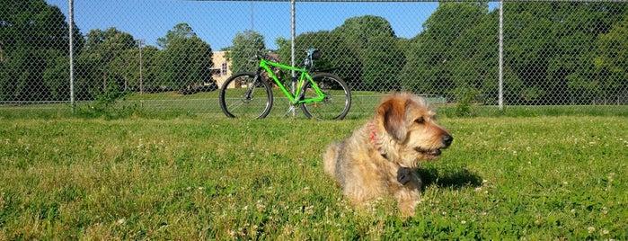 Grant Park Dog Field is one of Tempat yang Disimpan Todd.