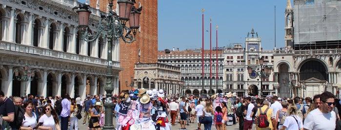 Piazza San Marco is one of Tempat yang Disukai Amit.