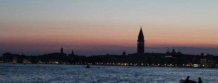Laguna di Venezia is one of Tempat yang Disukai Amit.