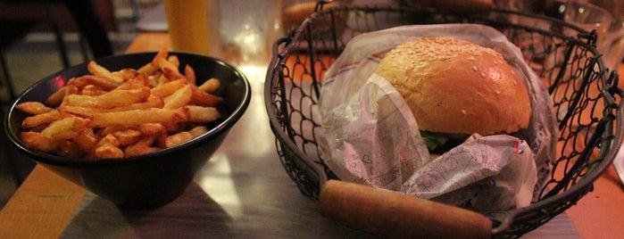 Le Panier À Burgers is one of Posti che sono piaciuti a Amit.