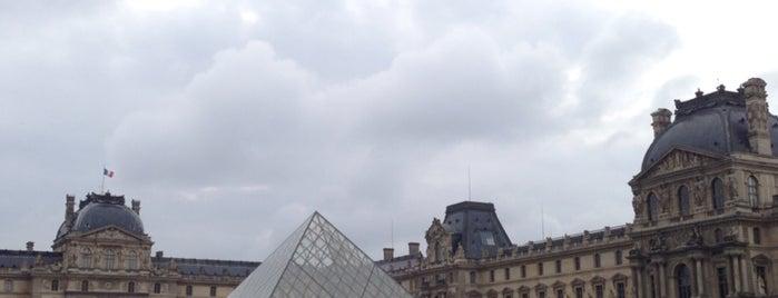 Pyramide du Louvre is one of Locais curtidos por Amit.