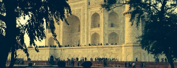 Taj Mahal   ताज महल   تاج محل is one of Tempat yang Disukai Amit.