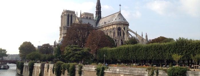 Catedral de Nuestra Señora de París is one of Lugares favoritos de Amit.