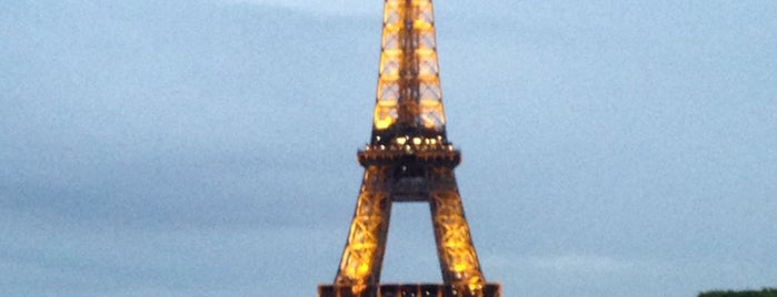 Torre Eiffel is one of Lugares favoritos de Amit.