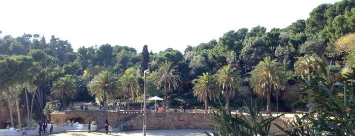 Parque Güell is one of Lugares favoritos de Amit.