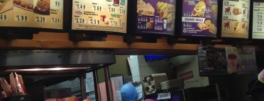Taco Bell is one of สถานที่ที่ Eddy ถูกใจ.
