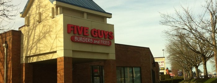 Five Guys is one of Locais curtidos por Emily.