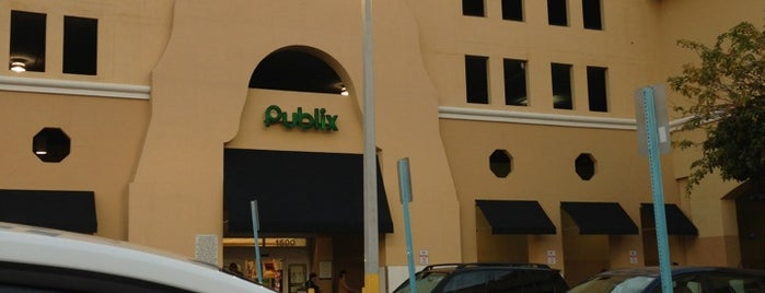 Publix is one of Lugares favoritos de Fernando.