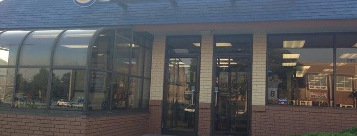 Burger King is one of Tempat yang Disukai April.