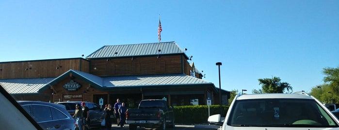 Texas Roadhouse is one of Tempat yang Disukai Joe.