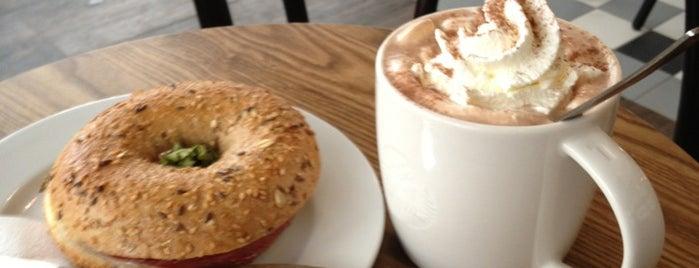 Starbucks is one of Tempat yang Disukai Daniel.
