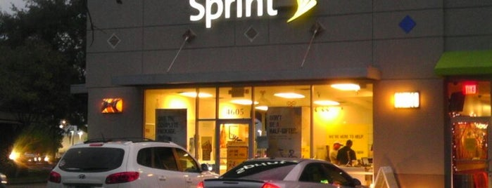 Sprint Store is one of สถานที่ที่ Estefania ถูกใจ.