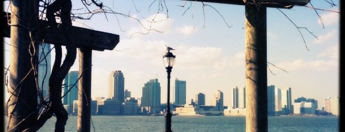 Battery Park City Esplanade is one of Tempat yang Disimpan Hana.