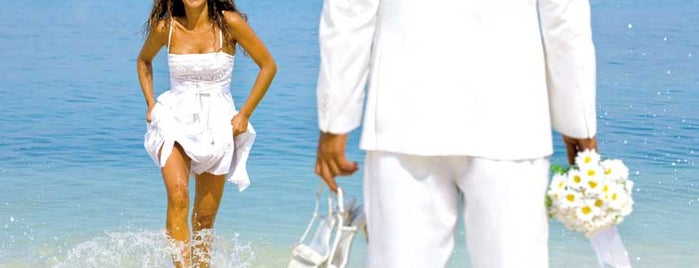 Riu Palace is one of 34 stunning locations to tie the knot in Cabo..