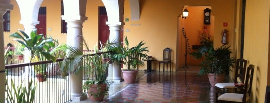 Hotel Castelmar is one of สถานที่ที่ Alan ถูกใจ.