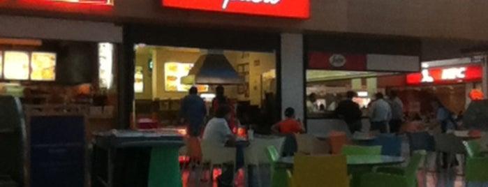 Food Court Algarve Shopping is one of สถานที่ที่ Kevin ถูกใจ.