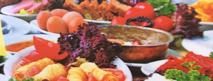 Yaz & Kış is one of Akın's Liked Places.
