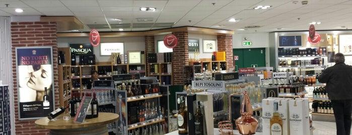 Dufry Shops is one of Pilar : понравившиеся места.