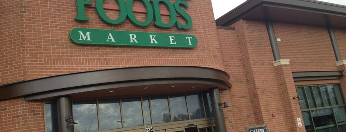 Whole Foods Market is one of Lugares favoritos de Anoosh.
