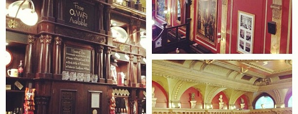 The Old Joint Stock Theatre is one of Locais curtidos por Kevin.
