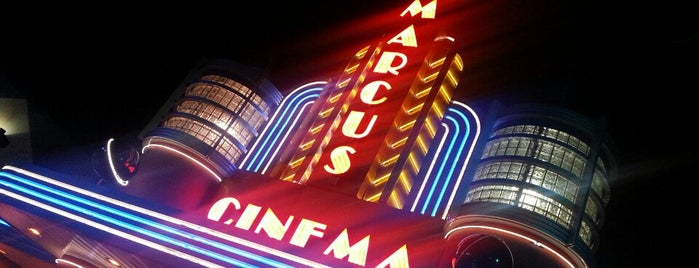 Marcus Gurnee Cinema is one of Lugares favoritos de Mike.