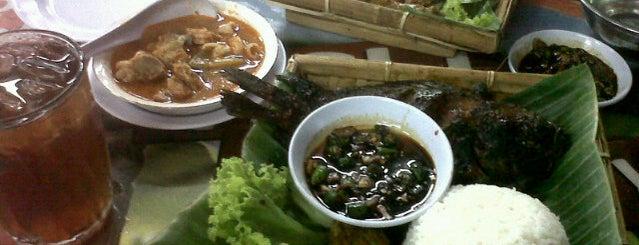 Ayam Penyet Surabaya & Bakar KQ5 is one of Medan culinary spot.